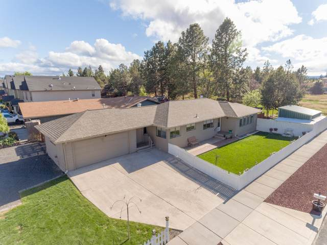 21315 Livingston Drive, Bend, OR 97701 (MLS #220101134) :: Bend Relo at Fred Real Estate Group