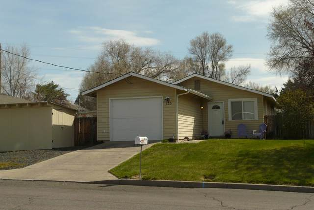 133 NE 9th Street, Madras, OR 97741 (MLS #220101201) :: Berkshire Hathaway HomeServices Northwest Real Estate