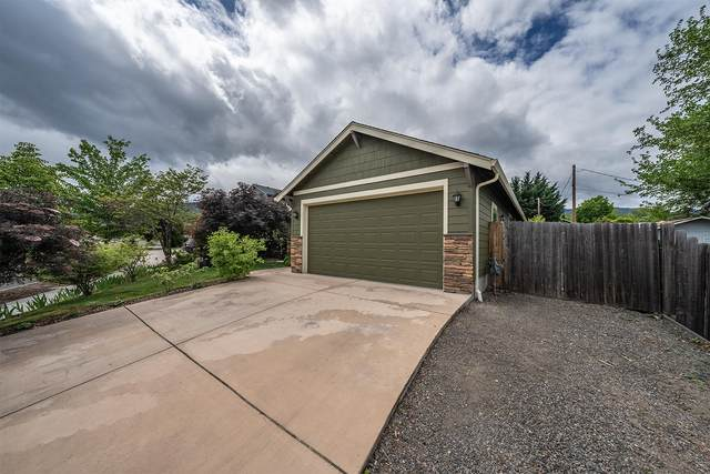 1012 Lithia Way, Talent, OR 97540 (MLS #220101417) :: Berkshire Hathaway HomeServices Northwest Real Estate