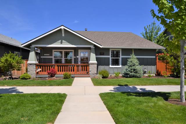 2998 NE Rainier Drive, Bend, OR 97701 (MLS #220101456) :: CENTURY 21 Lifestyles Realty