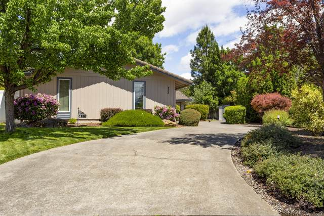 425 Bowmont Circle, Medford, OR 97504 (MLS #220101681) :: Berkshire Hathaway HomeServices Northwest Real Estate