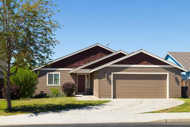 1985 NW Joshua Tree Court, Redmond, OR 97756 (MLS #220101897) :: Berkshire Hathaway HomeServices Northwest Real Estate