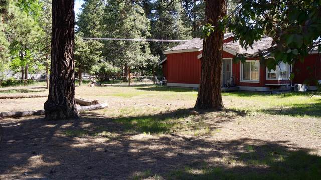 118 E St Helens Avenue, Sisters, OR 97759 (MLS #220101920) :: Central Oregon Home Pros