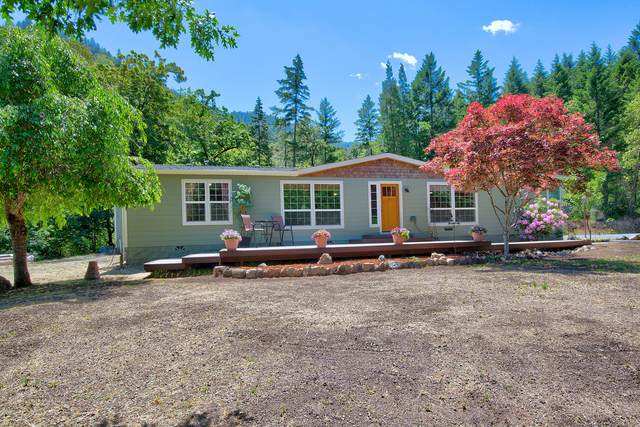695 Greens Creek Road, Grants Pass, OR 97527 (MLS #220101963) :: Central Oregon Home Pros
