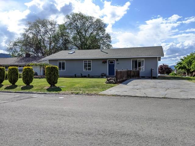 637 Roosevelt Street, Klamath Falls, OR 97601 (MLS #220102110) :: The Ladd Group