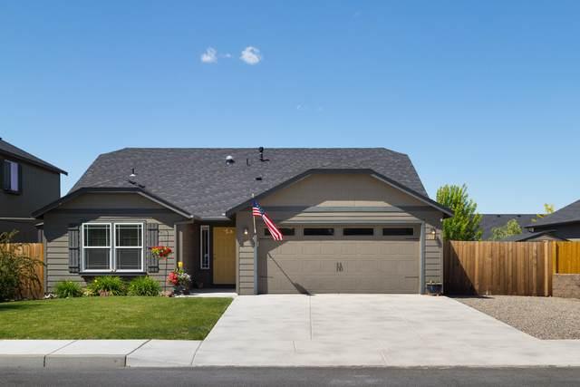 3183 SW Evergreen Avenue, Redmond, OR 97756 (MLS #220102113) :: Central Oregon Home Pros