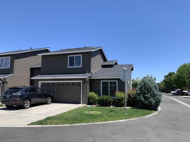 363 Live Oak Loop, Central Point, OR 97502 (MLS #220102134) :: Central Oregon Home Pros