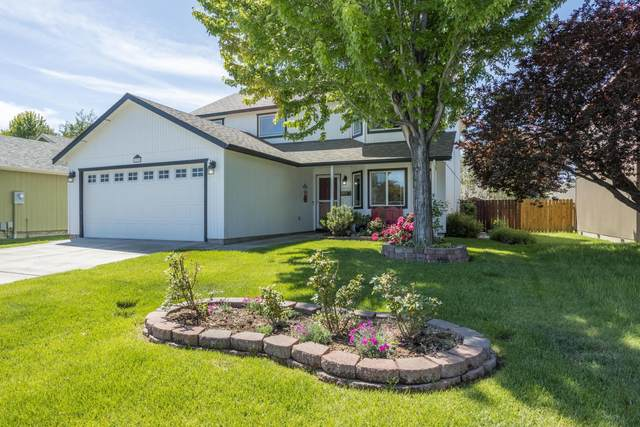 3236 SW Metolius Place, Redmond, OR 97756 (MLS #220102142) :: The Ladd Group