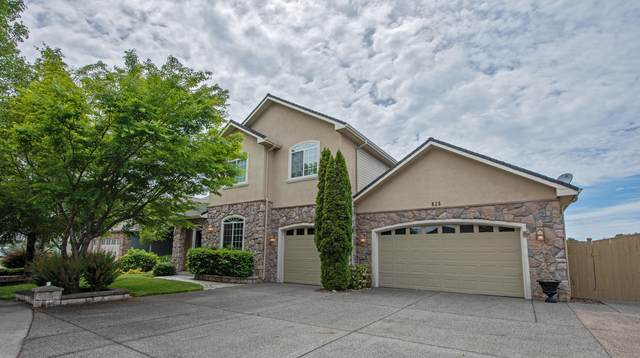 828 St Andrews Way, Eagle Point, OR 97524 (MLS #220102171) :: The Ladd Group