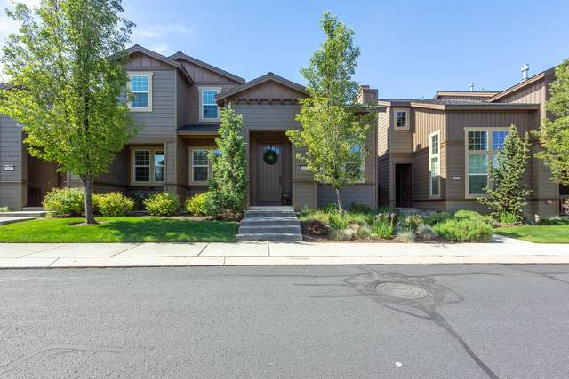653 SW Peak View Place, Bend, OR 97702 (MLS #220102182) :: The Ladd Group