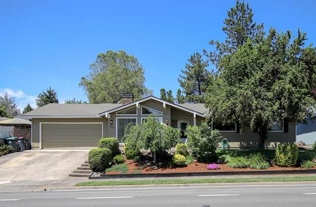 2531 Cedar Links Drive, Medford, OR 97504 (MLS #220102209) :: The Ladd Group