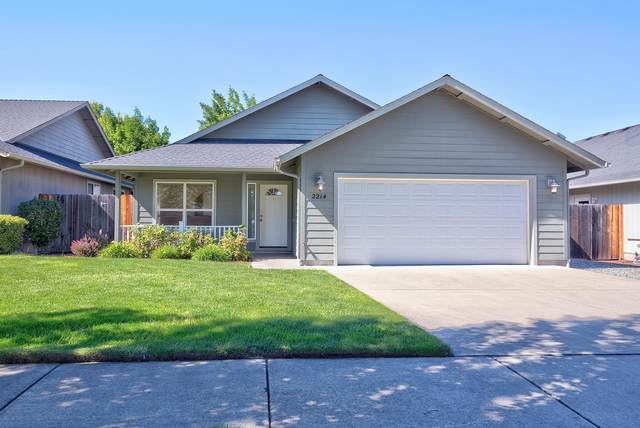 2214 SW North Star Drive, Grants Pass, OR 97527 (MLS #220102235) :: The Ladd Group