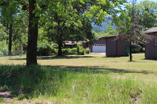 235 Woodrow Way, Grants Pass, OR 97527 (MLS #220102249) :: The Ladd Group