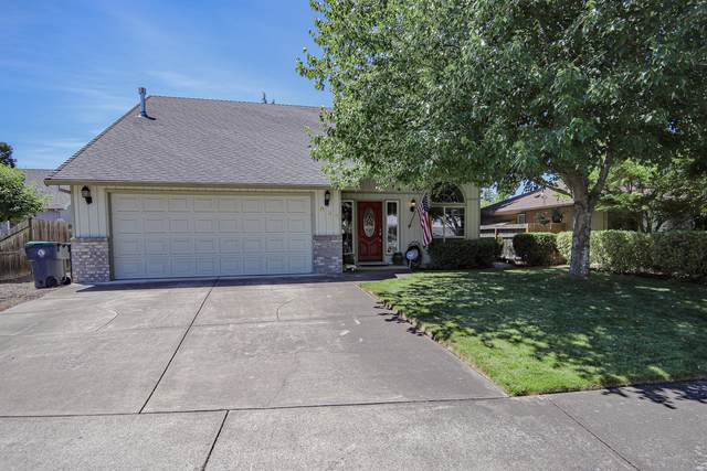 958 Westrop Drive, Central Point, OR 97502 (MLS #220102315) :: Berkshire Hathaway HomeServices Northwest Real Estate