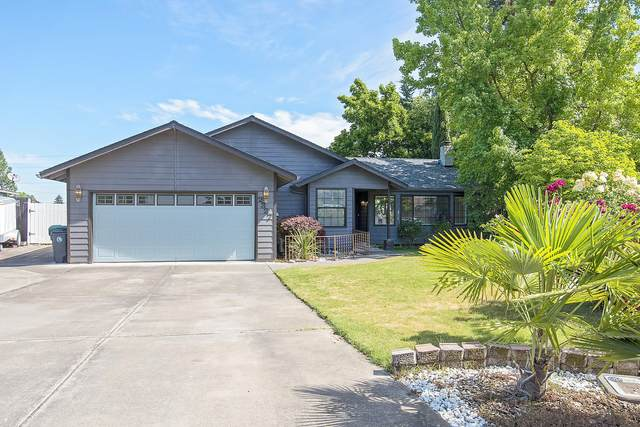 2327 Derry Court, Medford, OR 97504 (MLS #220102411) :: The Ladd Group