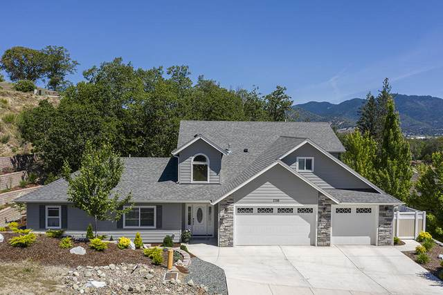 2286 SE Wyndham Way, Grants Pass, OR 97527 (MLS #220102478) :: FORD REAL ESTATE