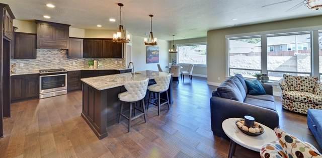 2628 Farmington Avenue, Medford, OR 97504 (MLS #220102479) :: Bend Relo at Fred Real Estate Group