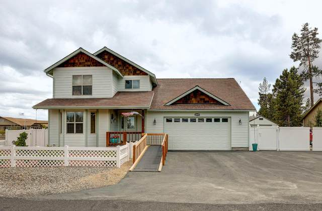16697 Oakridge Place, La Pine, OR 97739 (MLS #220102639) :: Berkshire Hathaway HomeServices Northwest Real Estate