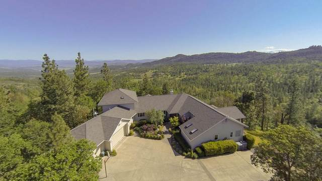 7384 Pine Ridge Drive, Medford, OR 97504 (MLS #220102647) :: Bend Relo at Fred Real Estate Group