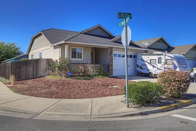 168 SW Vicki Lane, Grants Pass, OR 97526 (MLS #220102855) :: CENTURY 21 Lifestyles Realty