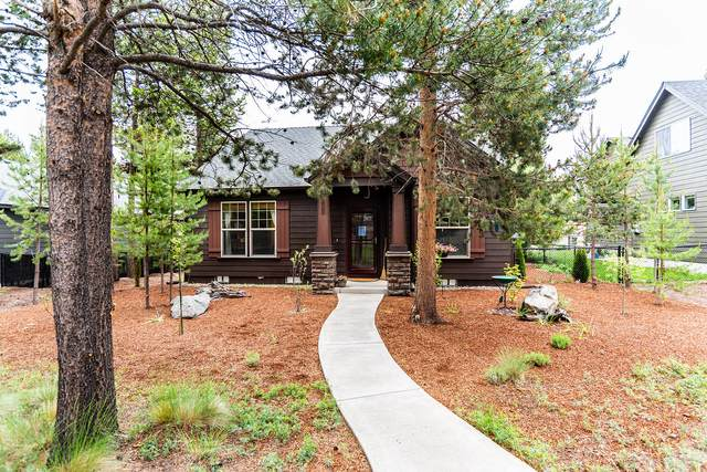 51875 Hollinshead Place, La Pine, OR 97739 (MLS #220103063) :: Berkshire Hathaway HomeServices Northwest Real Estate
