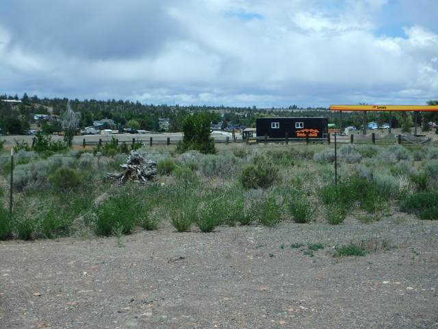 SW South Hwy 97, Madras, OR 97741 (MLS #220103067) :: Team Birtola | High Desert Realty