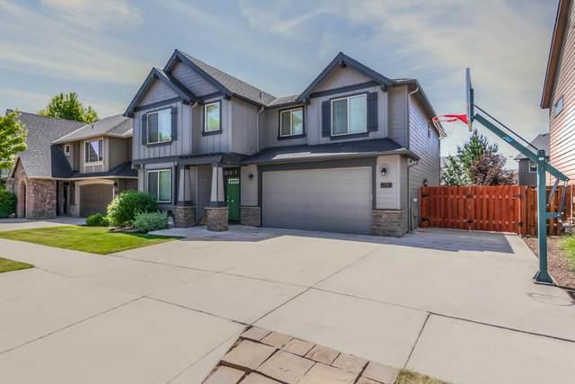 2766 NW Greenwood Avenue, Redmond, OR 97756 (MLS #220103140) :: Berkshire Hathaway HomeServices Northwest Real Estate