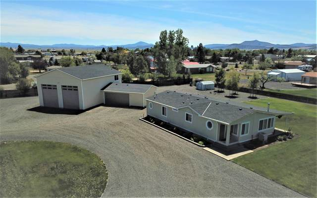 5761 SW Chinook Lane, Culver, OR 97734 (MLS #220103388) :: Fred Real Estate Group of Central Oregon