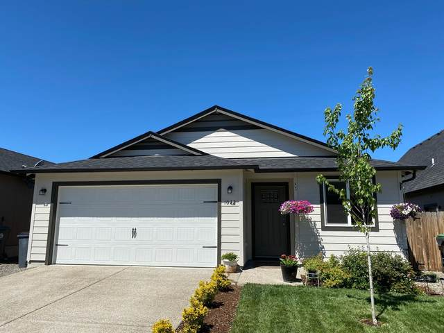 1022 Cherry Street, Medford, OR 97501 (MLS #220103428) :: FORD REAL ESTATE