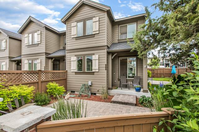 20747 Boulderfield Avenue, Bend, OR 97701 (MLS #220103445) :: Bend Relo at Fred Real Estate Group
