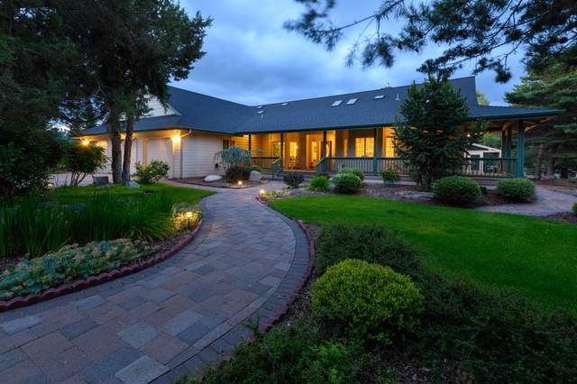 2014 Condor Court, Redmond, OR 97756 (MLS #220103899) :: Fred Real Estate Group of Central Oregon