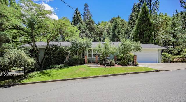 1421 NW B Street, Grants Pass, OR 97526 (MLS #220104003) :: Stellar Realty Northwest