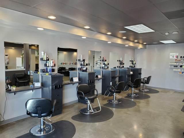 905 SW Rimrock Way, Redmond, OR 97756 (MLS #220104064) :: Berkshire Hathaway HomeServices Northwest Real Estate
