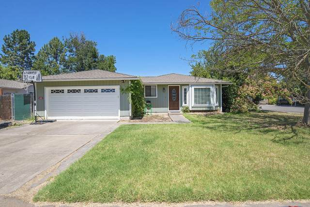 1426 Timothy Street, Central Point, OR 97502 (MLS #220104077) :: The Ladd Group