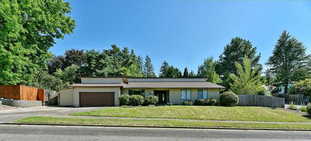 2348 Brentwood Drive, Medford, OR 97504 (MLS #220104078) :: The Ladd Group