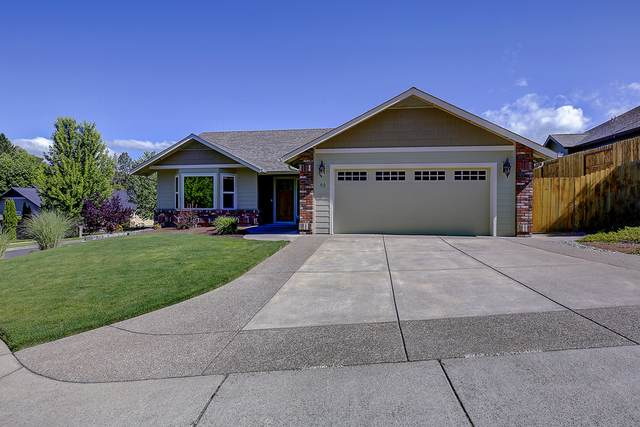 92 SE Trollview Road, Grants Pass, OR 97527 (MLS #220104087) :: FORD REAL ESTATE