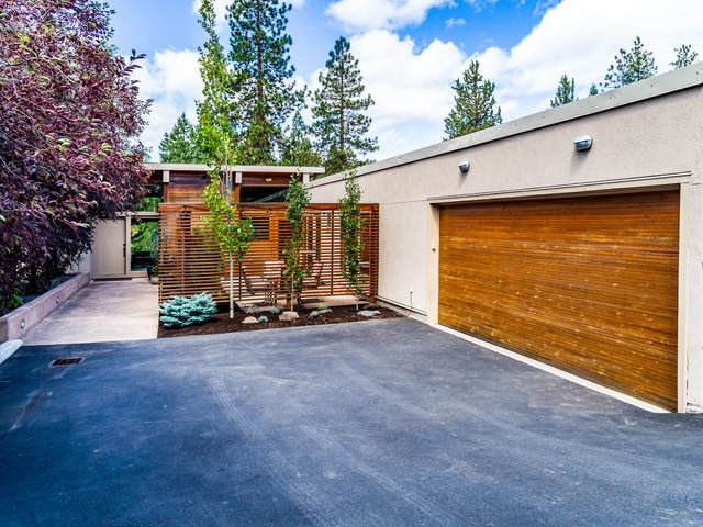 2189 NW Reserve Camp Court, Bend, OR 97703 (MLS #220104112) :: The Ladd Group