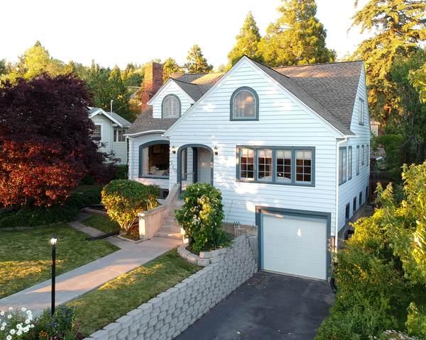 319 Pacific Terrace, Klamath Falls, OR 97601 (MLS #220104242) :: CENTURY 21 Lifestyles Realty