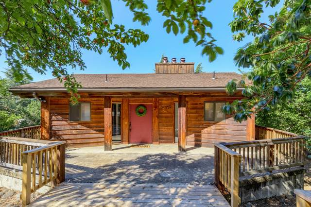 1495 Woodland Drive, Ashland, OR 97520 (MLS #220104318) :: Berkshire Hathaway HomeServices Northwest Real Estate
