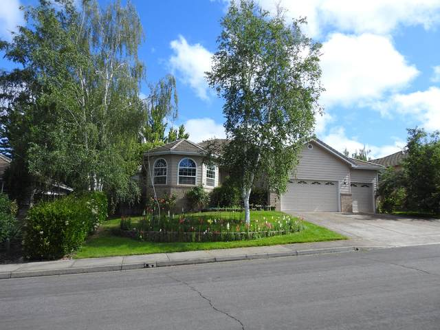 2911 Fredrick Drive, Medford, OR 97504 (MLS #220104405) :: Berkshire Hathaway HomeServices Northwest Real Estate