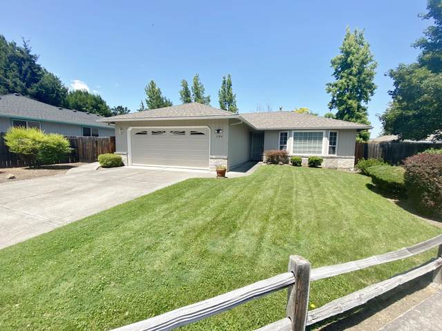 1104 Agate Street, Medford, OR 97501 (MLS #220104456) :: The Ladd Group