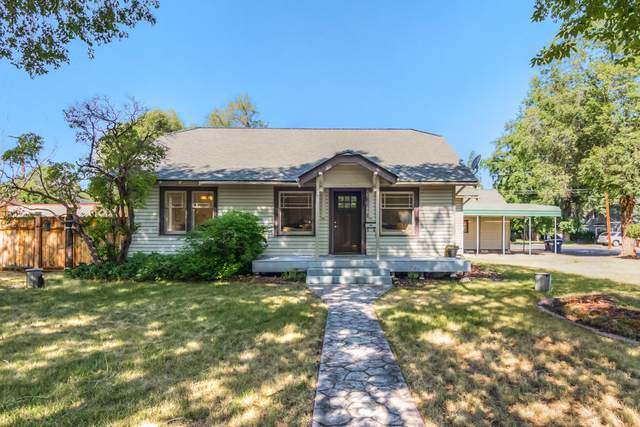 607 SW 12th Street, Redmond, OR 97756 (MLS #220104482) :: Berkshire Hathaway HomeServices Northwest Real Estate