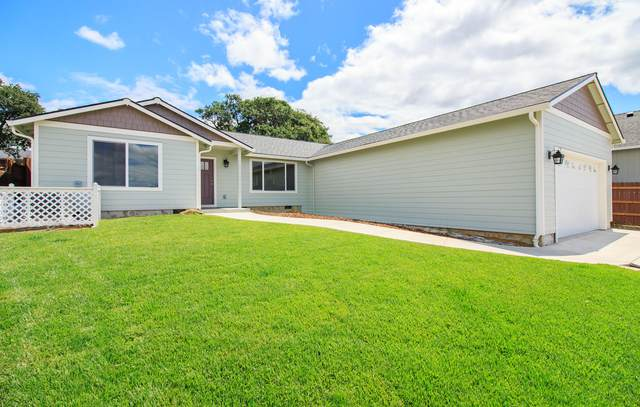 1165 Highlands Drive, Eagle Point, OR 97524 (MLS #220104499) :: Berkshire Hathaway HomeServices Northwest Real Estate