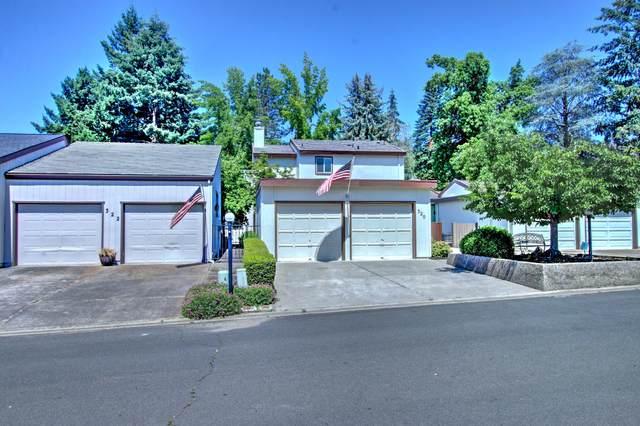 320 Eastwood Drive, Medford, OR 97504 (MLS #220104511) :: Fred Real Estate Group of Central Oregon