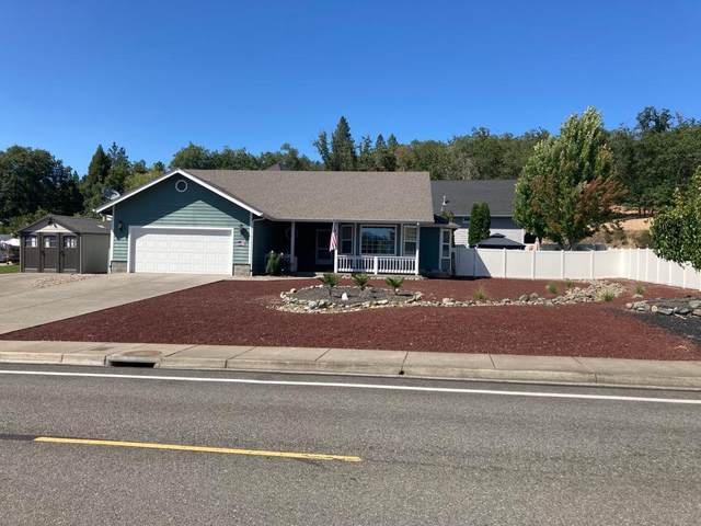 1300 NW F Street, Grants Pass, OR 97527 (MLS #220104538) :: CENTURY 21 Lifestyles Realty