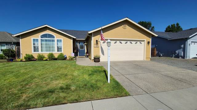 1242 Hawk Drive, Central Point, OR 97502 (MLS #220104575) :: Berkshire Hathaway HomeServices Northwest Real Estate