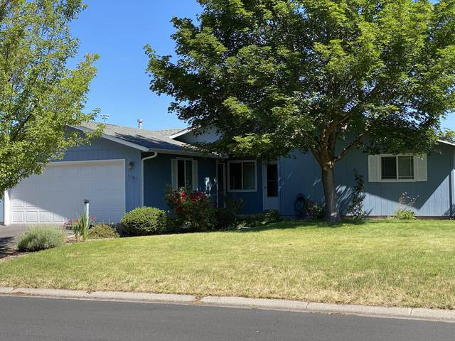 4965 Laurelwood Drive, Klamath Falls, OR 97603 (MLS #220104600) :: Berkshire Hathaway HomeServices Northwest Real Estate