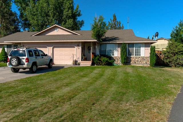 2141 SW Canyon Drive, Redmond, OR 97756 (MLS #220104624) :: Berkshire Hathaway HomeServices Northwest Real Estate