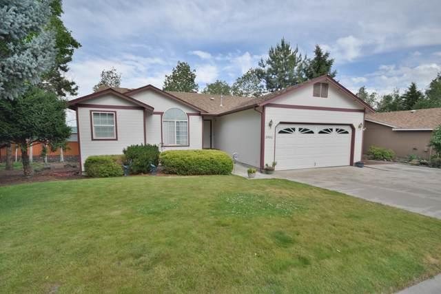 3990 SW Ben Hogan Drive, Redmond, OR 97756 (MLS #220104632) :: Fred Real Estate Group of Central Oregon