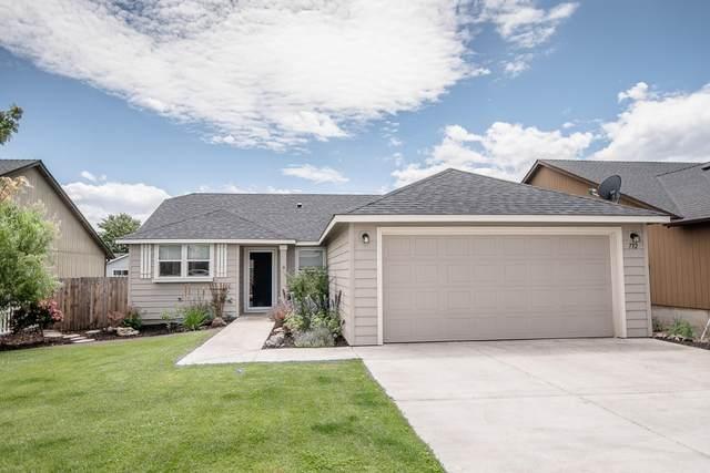 732 NE Redwood Avenue, Redmond, OR 97756 (MLS #220104688) :: Fred Real Estate Group of Central Oregon
